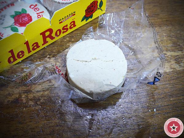 メキシコ のお土産で頂いたデ・ラ・ロサ(De La Rosa)社が販売している伝統菓子『マザパン』を食べた感想を書いたブログ記事の画像3枚目