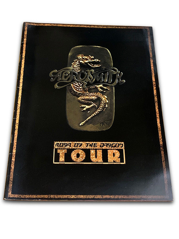 『Roar of The Dragon Tour』のツアーパンフレットの写真2枚目