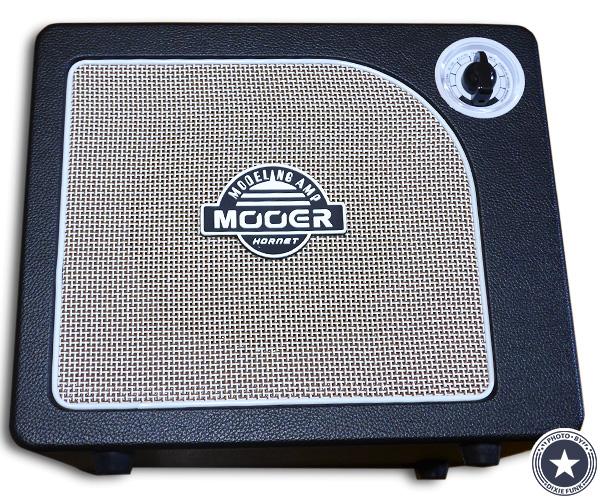 """可愛らしいアンティークなデザインが""""映える""""便利な機能付き小型デジタルギターアンプMOORE HORNET SERIESをご紹介したブログ記事の写真1枚目"""