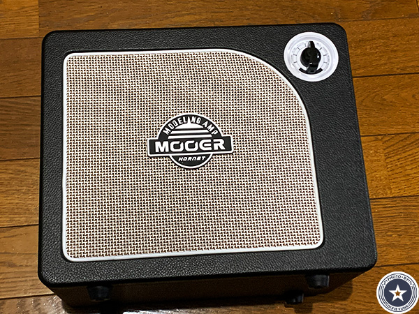 """可愛らしいアンティークなデザインが""""映える""""便利な機能付き小型デジタルギターアンプMOORE HORNET SERIESをご紹介したブログ記事の写真5枚目"""