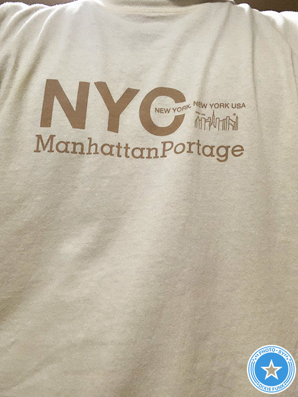 野外ライブ・イベント『origami SAI 2021 Osaka』の日に着ていった(ユナイテッドアローズ グリーンレーベル リラクシング) 別注 [ マンハッタンポーテージ ] Manhattan Portage NYC ロゴ Tシャツの写真